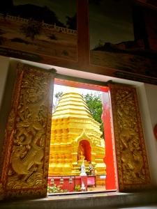 Peeking outside to the stupa at Wat Phan Ohn