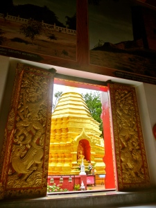 Peeking outside to the stupa at Wat Phan Ohn